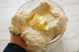 ハイジの白パンレシピ・バターを入れる