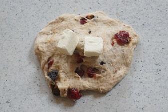 クランベリーとクリームチーズパンレシピ成形