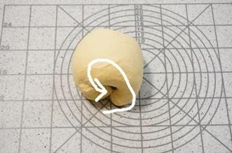 1次発酵前に生地にフィリングを混ぜ込む方法