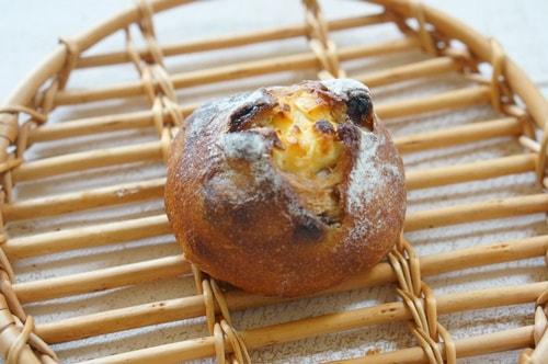 ザ・シティ・ベーカリーのクランベリークリームチーズのパン