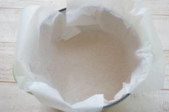 ホーロー鍋にクッキングシートを敷く方法