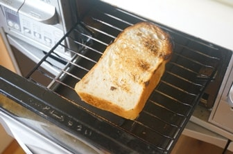 魚焼きグリルでトーストを焼く方法
