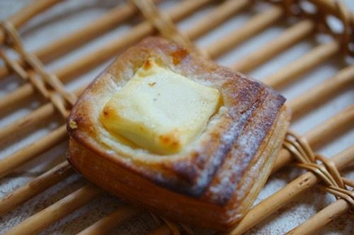 京都のおいしいパン屋さんオペラのカスタードクリームチーズクロワッサン
