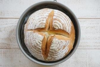ケーキ型で焼くパン