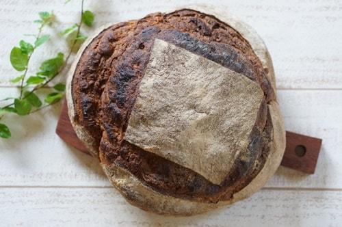 天然酵母のパンとイーストのパン