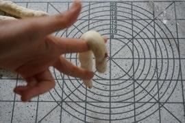 結びパン 成形